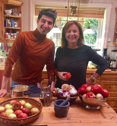 birgit-og-nassar-med-epler-redigert